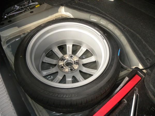 备胎位碳纤超薄低音炮,还用担心尾箱空间吗?