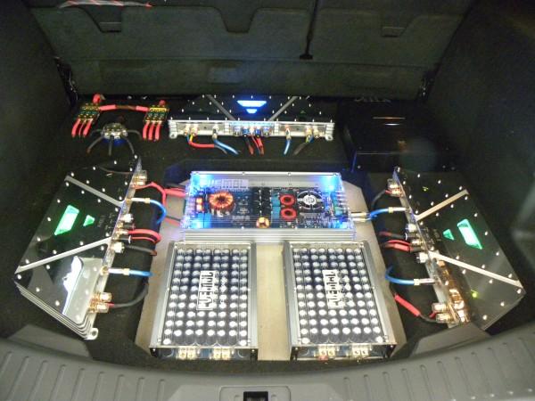 战舰功放采用高精度零负回输电路设计,充分驾驭汽车扬声器,作出各种