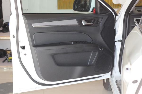 奔腾b30汽车音响改装美国曼菲斯 战神音响升级4.1声道